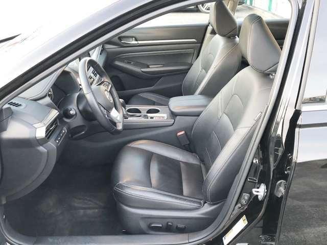運転席は綺麗な状態が保たれております。パワーシート付です!