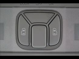 ミニバン必須装備の両側パワースライドドア!今やミニバンの定番装備となりつつあります!両側のスライドドアを電動で作動させますので、お子様の乗り降りなどで非常に便利ですよ!