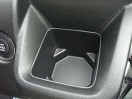 運転席用ドリンクホルダー。