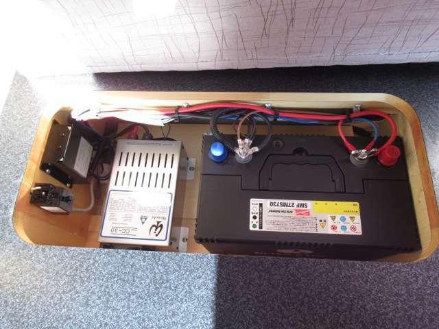 サブバッテリー、走行充電、外部充電、外部電源、FFヒーター装備しております!