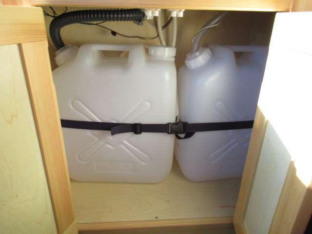 水廻りはポリタンク式となります!給水・排水ともに20リッターです!