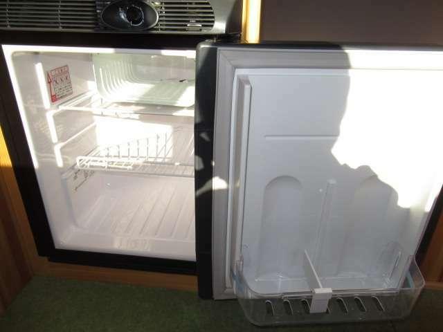 DC40リッター冷蔵庫装備しております!キャンピングカーには欠かせないアイテムですね♪