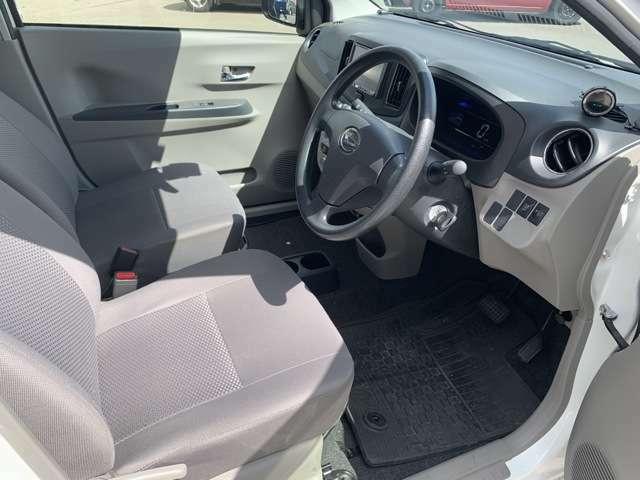 【運転席周り】お客様の気になる内装は1台1台丁寧に仕上げて展示しております。