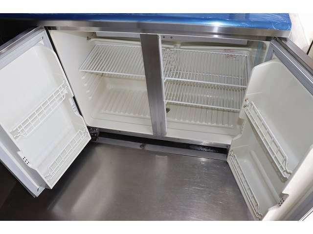 後方にもサンヨー製二枚扉冷蔵庫装備となっております♪