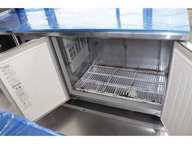 サンヨー製二枚扉冷蔵庫装備となっております♪