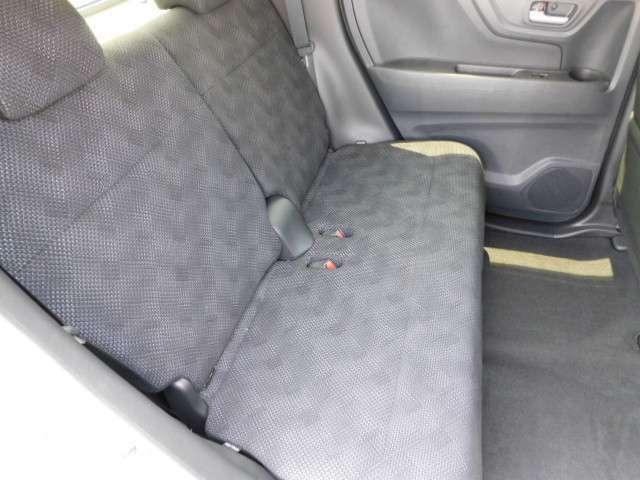 リアシートの画像です!前後のシート調整も可能で使い勝手がいいです。
