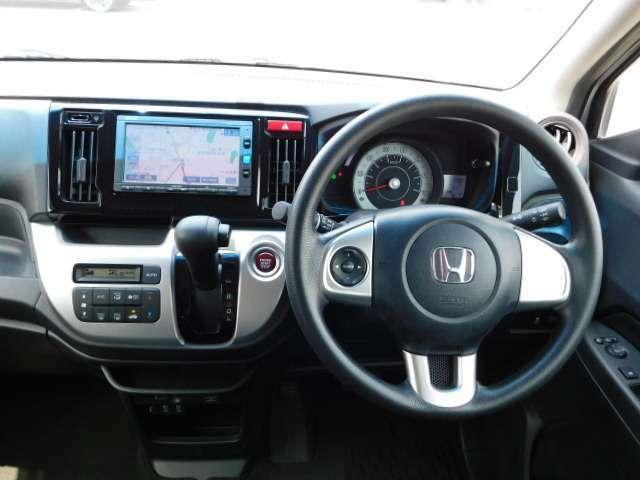 インパネ周辺の画像です。運転席からでも操作が楽に出来ます。