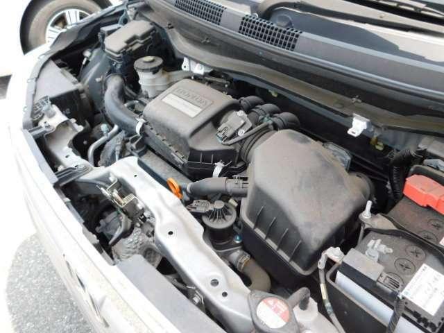 エンジンルームの画像です。納車前の点検を行い、ご納車させて頂きます。