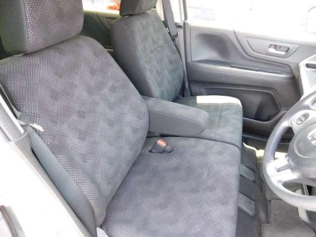 フロントシートの画像です!座席の高さも調整出来ますので、お好みの位置でお乗りいただけます。