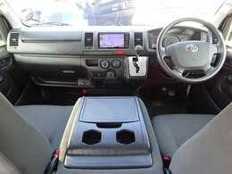 運転席エアバッグ/ABS/キーレス/イモビライザー/アクセサリーコンセント/排ガス浄化装置スイッチ/フロントエアコン/リヤクーラー/社外ドライブレコーダー(VREC-DZ300)が装備されています。