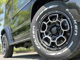 ホイールは人気のRAYSデイトナシリーズより、ラグジュアリーな雰囲気を纏うNTD.5をチョイス。タイヤは敢えてのオフロードではなく、バン向けのドレスアップタイヤFALKEN W11ホワイトレター仕様としました!