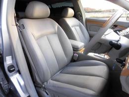 前席本革シートになります!当社では内装にとことん拘った車しか仕入れ販売しておりませんので当然キレイな状態です!グッドコンディションですよ!!