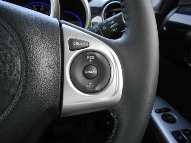 ハンドル右側にはクルーズコントロールのスイッチが装備され運転中の操作も安心して行えます!