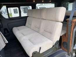 ワイドミドルベースに前向きで5名まで乗車可能。普段使いも可能な仕様です。