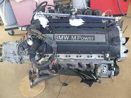 S50エンジンとZF製5速ミッション。念のためミッションを取り外しクラッチ残などを確認しておきます。