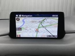マツダコネクトはソフトウェアをアップデート出き常に最新のサービスを利用できるシステムです。ナビゲーション機能はもちろん、Bluetoothを利用してのハンズフリー通話も可能です。