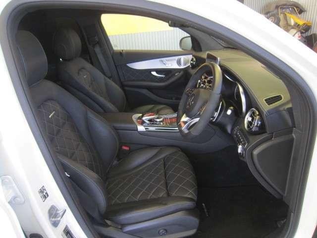 運転席シートです。こだわりのダイヤモンドステッチブラックレザーです。