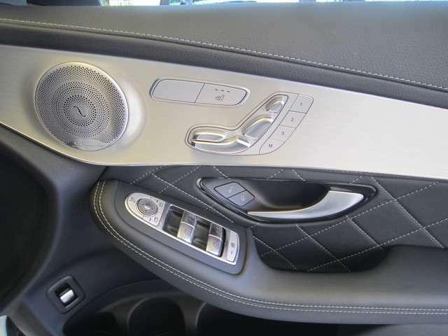 ブルメスターサウンドに電動シート、シートヒーター装備です。