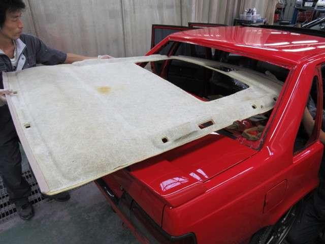旧い欧州車で気になる天井内装の垂れも、新品部品に交換済みですので、安心して気持ちよく乗りだしていただけます。