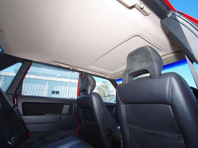 欧州車初め年数が経過した車でで気になる天井内装の垂れも、新品同様に張替え済みですので当時のまるで新車時のような質感が戻っております。