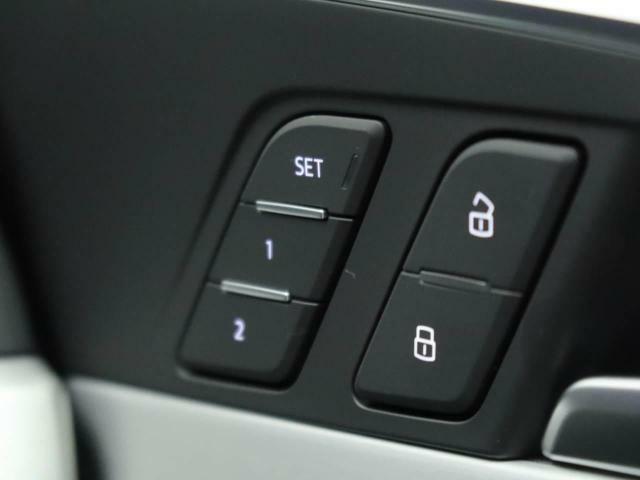 2名分のシート、アウターミラーの位置を記憶できるドライバーポジションメモリー機能