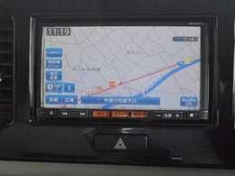 日産純正メモリーナビ(MC313D-A)装備、USB接続・DVD再生やBluetooth機器対応、フルセグ地デジTVも見れます。