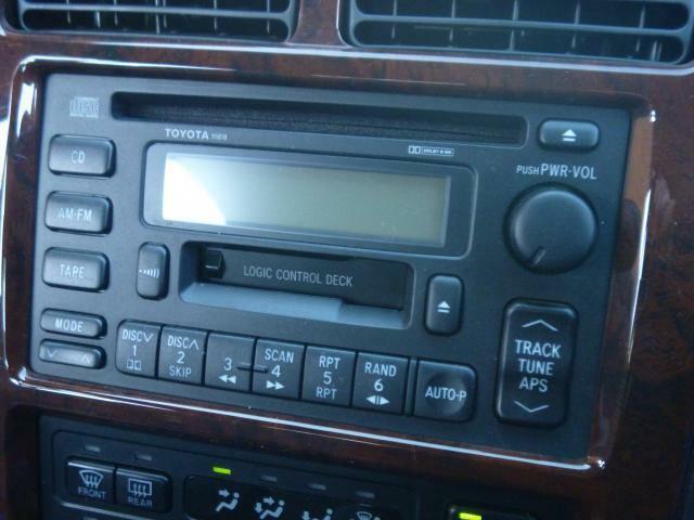 CD/AM/FMのステレオが付いています。当店は、カーエレクトロニクス関連は得意ですので、カーナビなど必要な方は御相談ください。御来店お待ちしています。