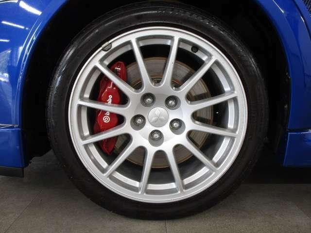 245/40R18タイヤ&純正アルミホイールです。