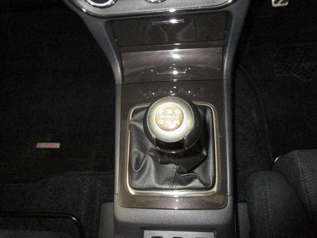 5速M/T車・シフトレバーはオプション品です。