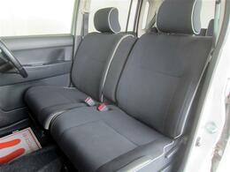 シートは厚みがありソファのようにゆったりと座って運転できます。タバコの焦げ穴やシミ汚れなどもありません。