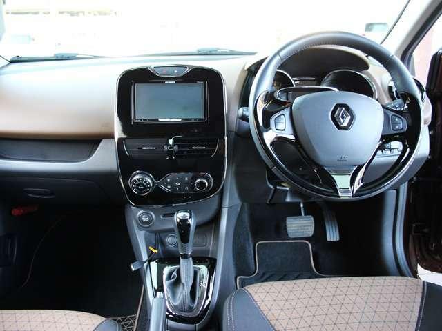 インパネ周りも視認性が良く、操作性も良いデザインですので、とても運転しやすいです。