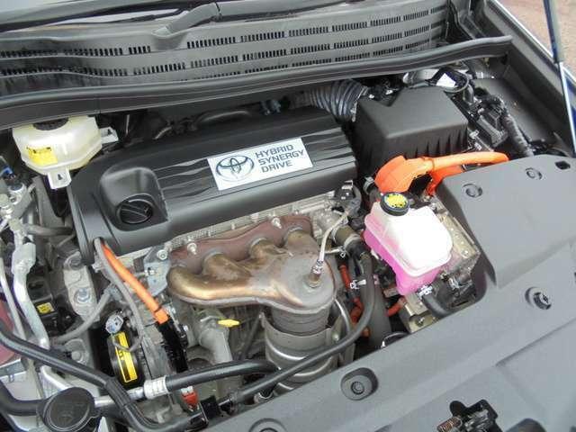 車両クリーニング時に、エンジンルームもきれいにしています