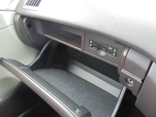 車検証などの保管に便利な、小物入れがついています