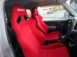 レカロ製フルバケットシートを装備しております!!長時間の運転にも最適です!