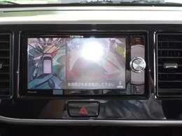 【アラウンドビューモニター】車庫入れのときにも安心のバックカメラ付!!見やすいカラー画像です。女性が苦手な駐車もこれで快適ですね♪大変便利な装備ですよ!!