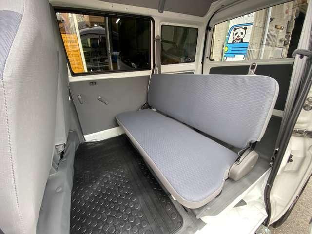 後部座席足元にもゴムマットを敷いております!