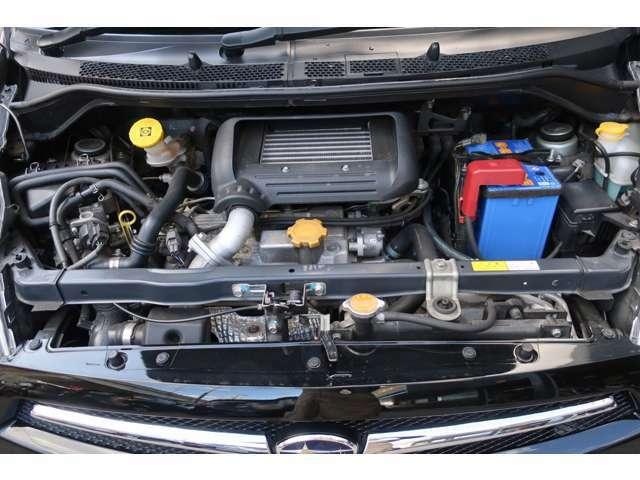スチームがけでエンジンルームの汚れも綺麗にクリーニング!エンジンルームが綺麗ですと、不具合等の発見もし易く、コンディションのチェックや維持の面でプラスです。