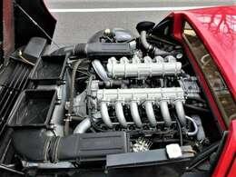 V型 12気筒 4944cc エンジン