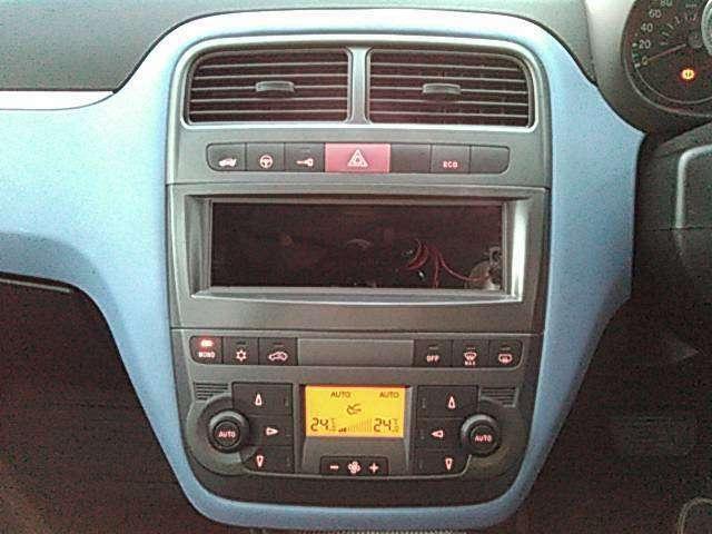 ☆エアコンは運転席側・助手席側と別々に温度設定できるデュアル・オートエアコン☆彡
