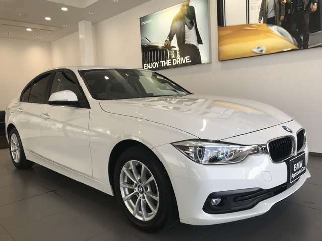 【BMWの伝統-2】時代を超える美しさ。磨き抜かれたエアロダイナミクスが瞳を奪う。一目で伝わるスポーティーなプロポーションは、BMWの走行性能を生み出すのに欠かせない要因の一つです。