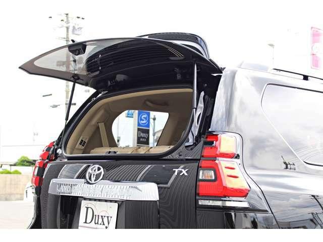 バックドアを開くスペースの無い狭い駐車場などでも物を取り出すことが出来る便利なガラスハッチ★