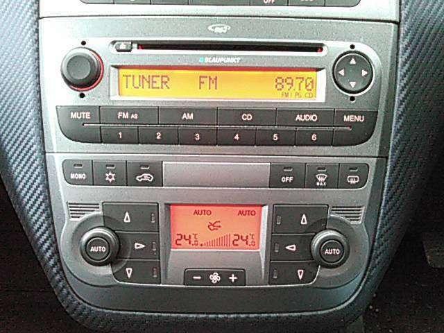 ☆純正オーディオにエアコンは運転席側・助手席側と別々に温度設定できるデュアル・オートエアコン☆彡