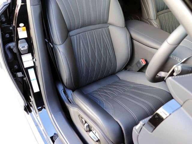 フロントリフレッシュ機能付運転席シートの状態です。前席シートヒーター&ベンチレーション機能付きです。スレ・シワ・ヘタリ等なく、ほとんど使用感なく、きれいな状態です。純正フロアマット(緞通)付いてます。