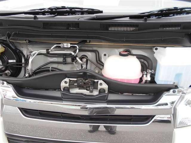 トヨタ高品質カ-洗浄「まるまるクリン」実施!普段なかなか手の行き届かないエンジンル-ム内の油汚れを専用洗剤で落とし、高圧水を噴射して洗浄、樹脂部分を艶出し剤で磨き上げます!
