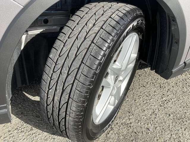 タイヤ溝、まだまだ残っております!