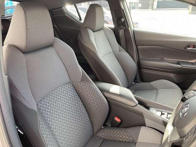 車内に不快な匂いもなく、シートも綺麗な状態です!!