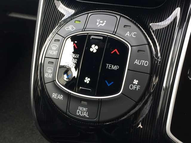 【左右分離型フルオートエアコン】運転席と助手席でそれぞれお好みの温度設定が可能で全席にも適切な空調をお届け致します。