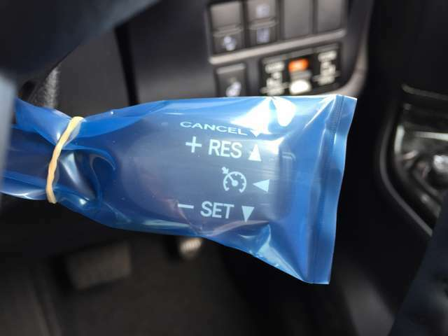 【レーダークルーズコントロール】アクセルを離しても前方の車に合わせて走行ができる装置です。