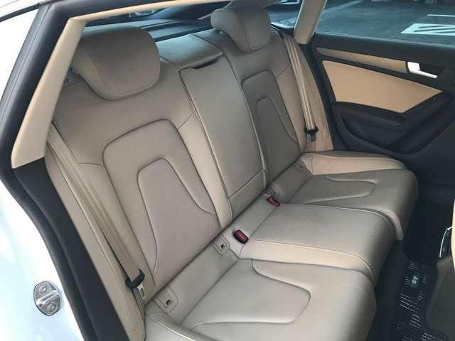 大人が乗ってもゆったりできる後席スペースです。長距離の移動でも快適にお無料電話★0066-9711-781523★過ごし頂けます。