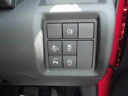 コーナーセンサー(四隅)により30cm以上で 断続音 30cm以内で連続音の警告音がします。(接近お知らせ表示機能付)車庫入れ 縦列駐車も余裕のよっちゃんです ♪